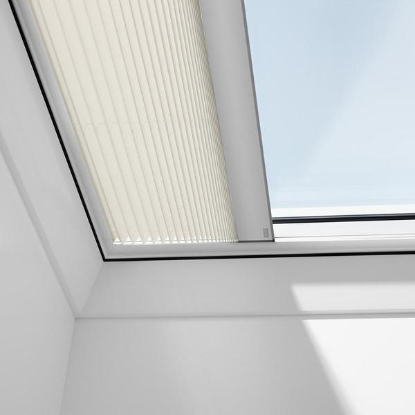velux-solar-pleated-blinds-for-flat-roof-windows-shiny-cappuccino-additional-1_600x600_110b2617-f510-4150-b7c5-e93fb6ddf2e2_grande.jpg